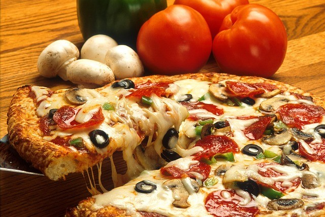 pizza-386717_640