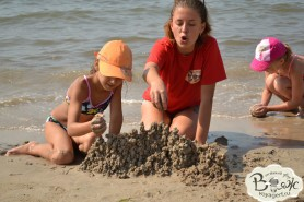 Отдых с детьми в Крыму. Заозерное. Гостиный двор Вояж. Игры на песке.