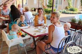 Отдых в Крыму с детьми.Заозерное.Гостиный двор Вояж. Время перекусить.