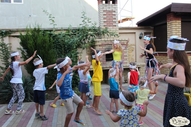 Отдых в Крыму с детьми.Заозерное.Гостиный двор Вояж.Танцы индейцев.